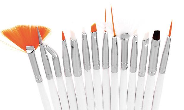 Come pulire i pennelli della Nail Art
